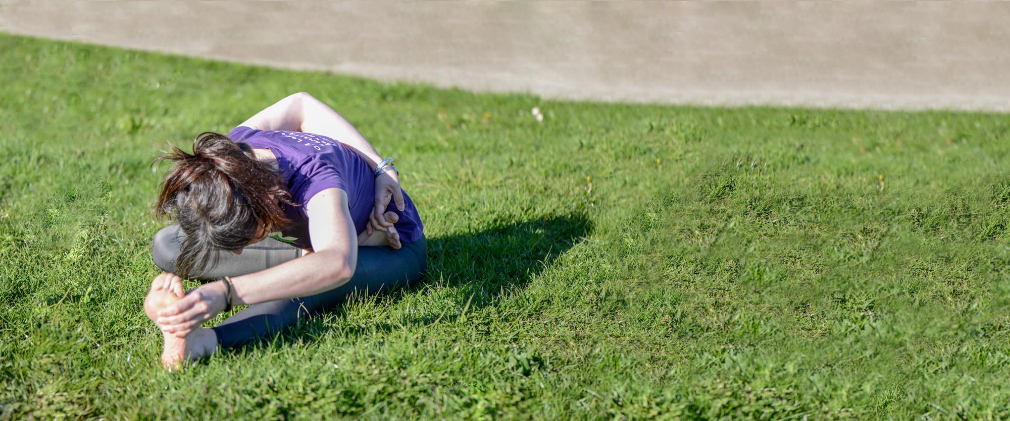 viva-yoga-posture-nature
